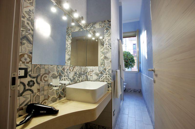 bathroom 2 Location Villa 75699 Avola