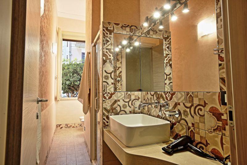 bathroom 1 Location Villa 75699 Avola