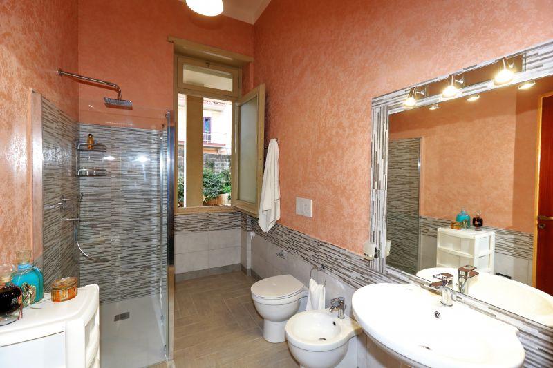 bathroom 3 Location Villa 75699 Avola