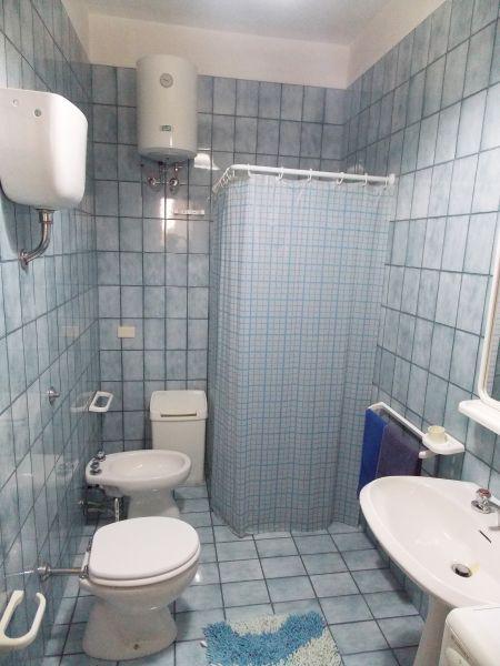 bathroom 1 Location Apartment 79395 San Foca