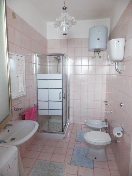 bathroom 2 Location Apartment 79395 San Foca