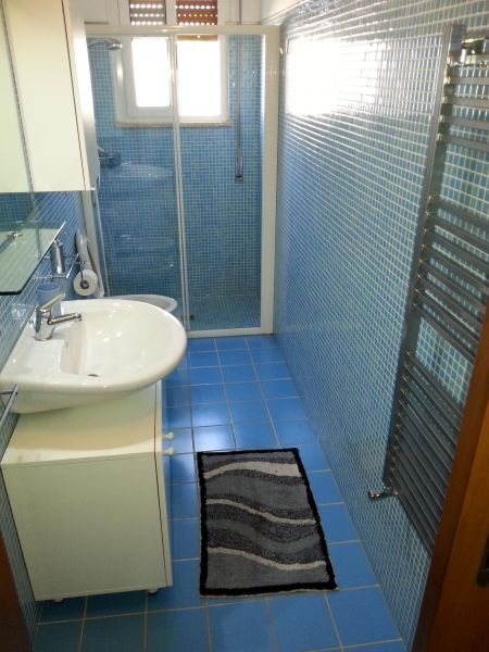 bathroom Location Apartment 93321 Torre Canne