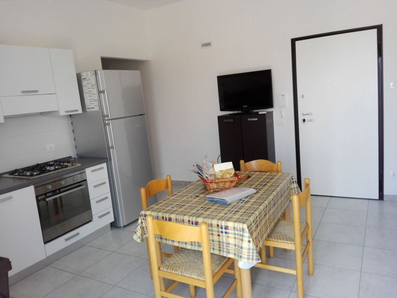 Dining room Location Apartment 93321 Torre Canne