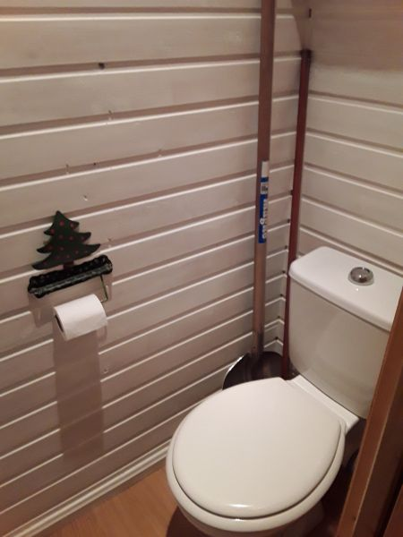 Bathroom w/toilet only Location Chalet 111824 Risoul 1850
