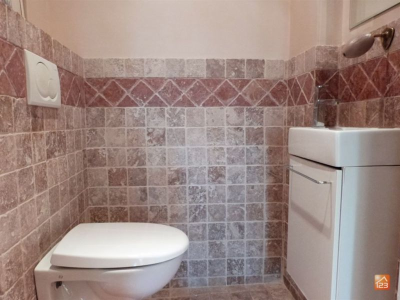 Bathroom w/toilet only Location Apartment 114426 Cannes