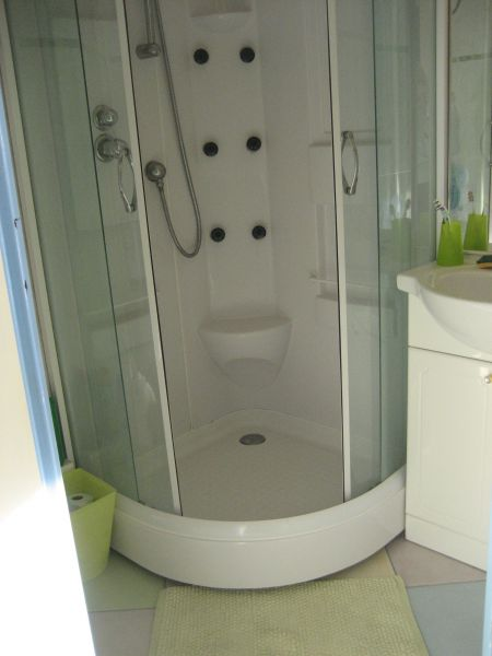 bathroom Location Apartment 118247 Sete