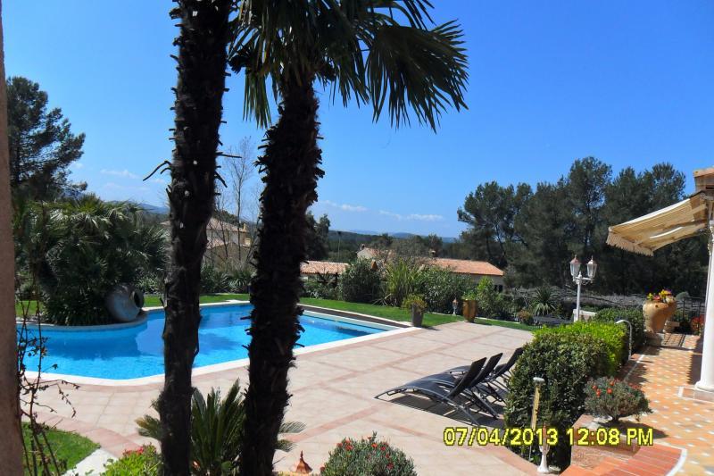 Swimming pool Location One-room apartment 92883 Roquebrune sur Argens