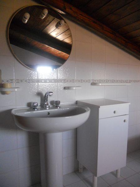bathroom 2 Location Villa 95053 Avola