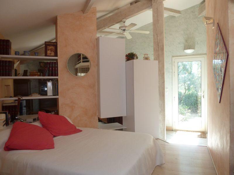 bedroom 1 Location Villa 112551 Nîmes