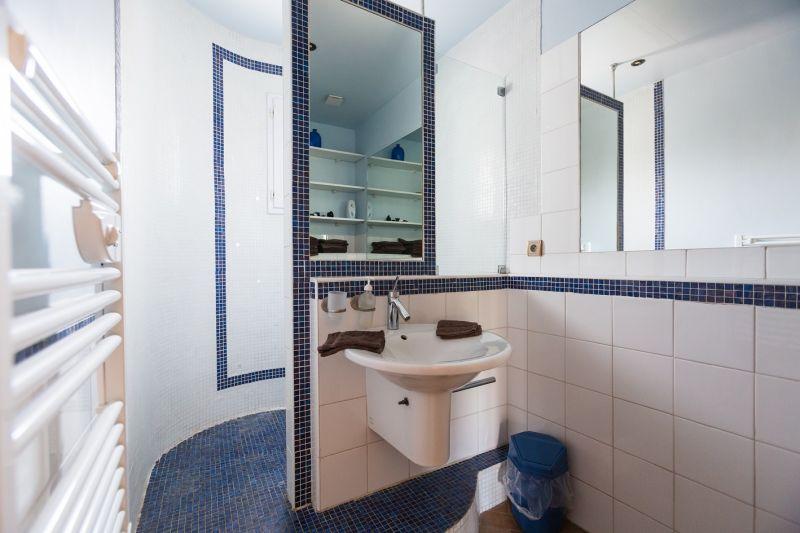 Half bath Location Vacation rental 80424 Isle sur la Sorgue