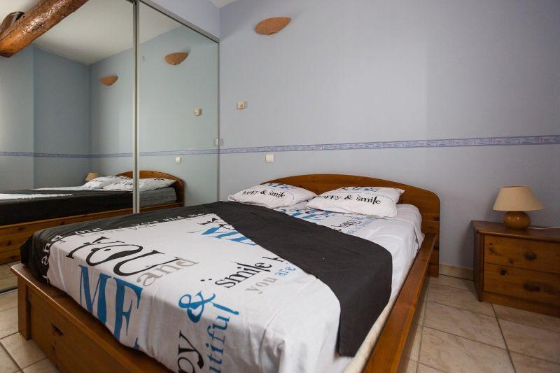 bedroom 1 Location Vacation rental 80424 Isle sur la Sorgue