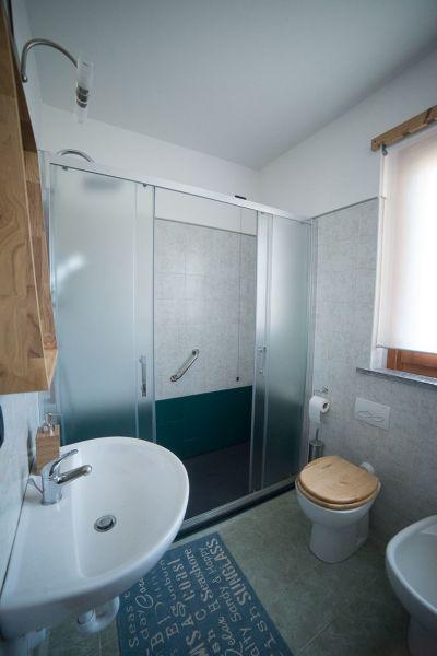 Half bath Location Apartment 115958 Saint Pierre