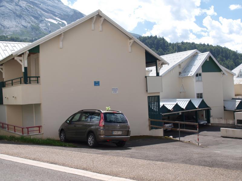 Parking Location One-room apartment 80351 Gourette