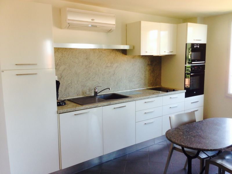 Open-plan kitchen Location Apartment 96725 Menton
