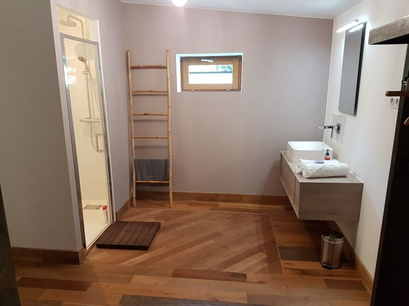 Half bath Location Villa 103577 Nîmes