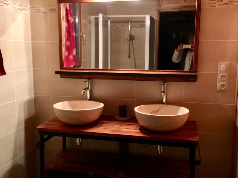 bathroom 1 Location Chalet 116834 Ancelle