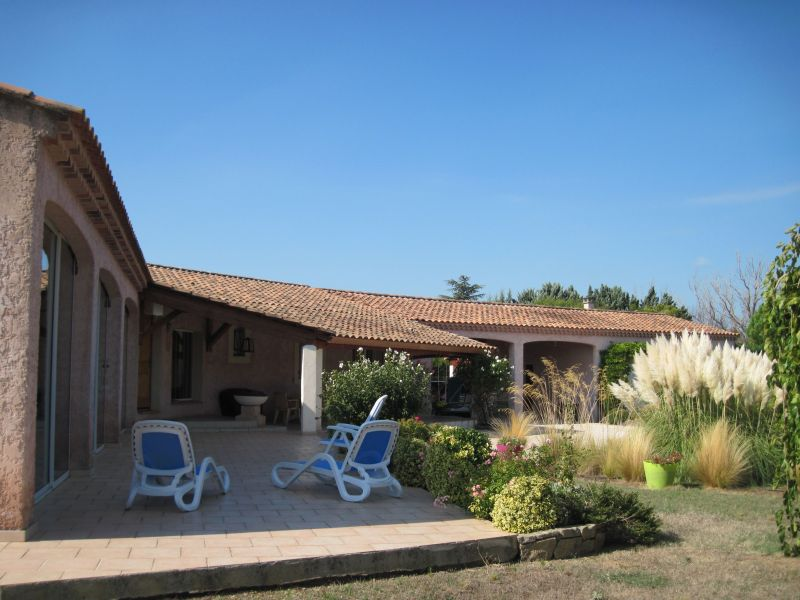 View of the property from outside Location Villa 118411 Isle sur la Sorgue
