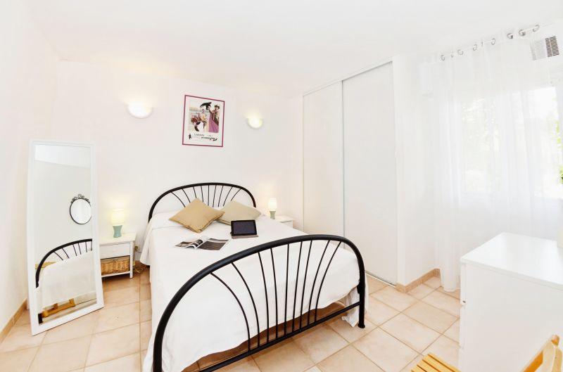 bedroom 1 Location Apartment 68566 La Londe les Maures