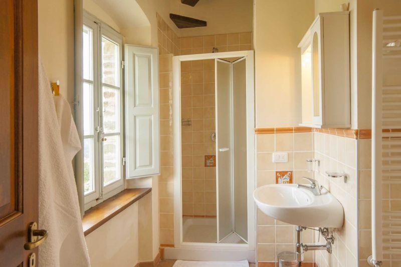 bathroom 1 Location Villa 75874 Siena