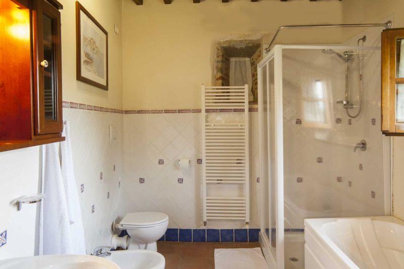 bathroom 4 Location Villa 75874 Siena