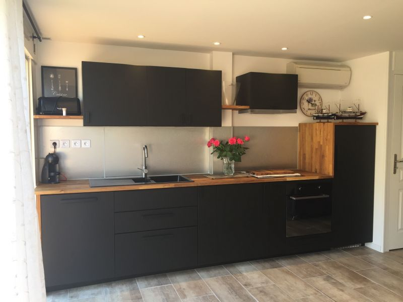 Open-plan kitchen Location Apartment 117249 Le Lavandou