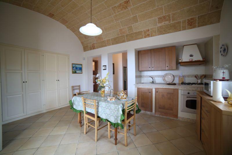 Open-plan kitchen Location Villa 74745 Torre Vado
