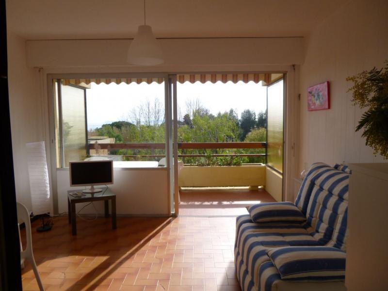 Living room Location One-room apartment 76714 Le Lavandou