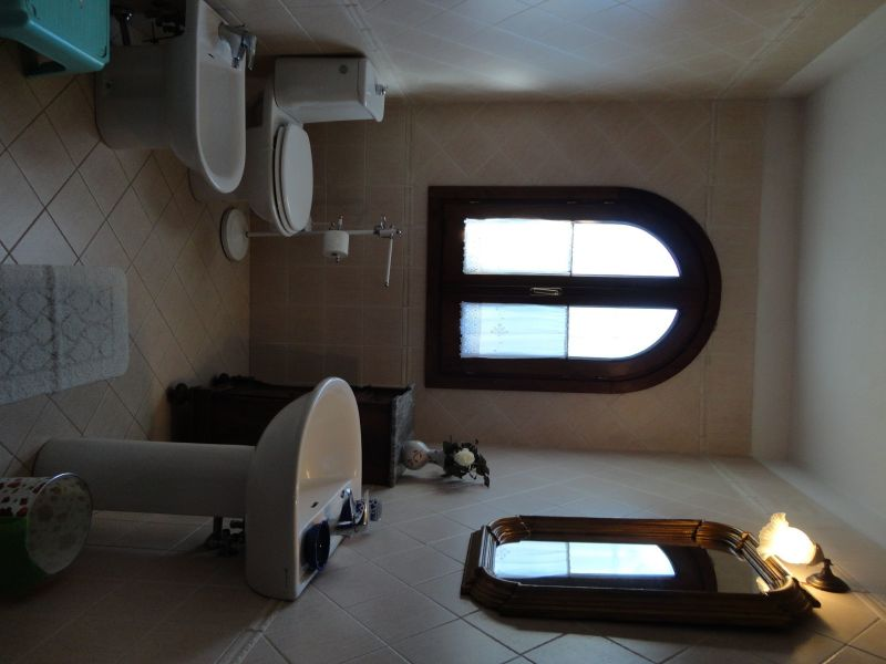 bathroom Location Vacation rental 80832 Gavorrano