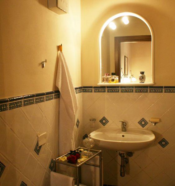 bathroom 2 Location Vacation rental 84894 Siena