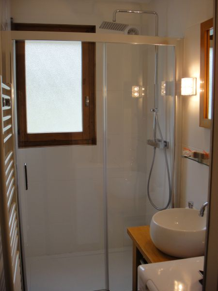 Half bath Location Apartment 91122 Samoëns