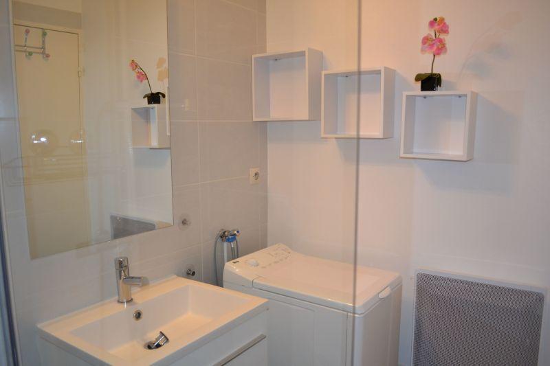 Half bath Location Apartment 92716 Vichy