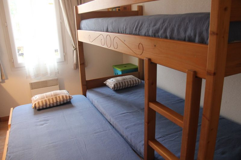 bedroom 2 Location Vacation rental 98363 Loriol-du-Comtat