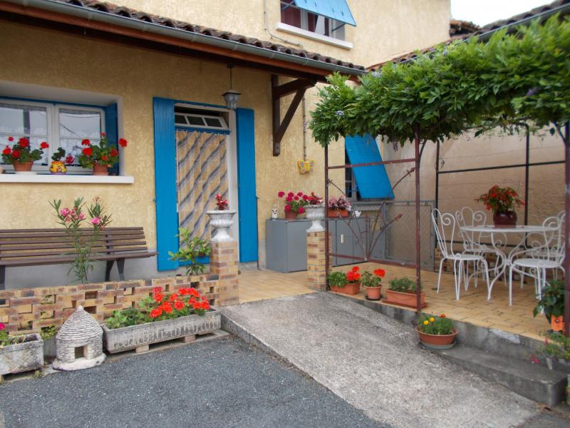 Hall Location Vacation rental 99472 Périgueux