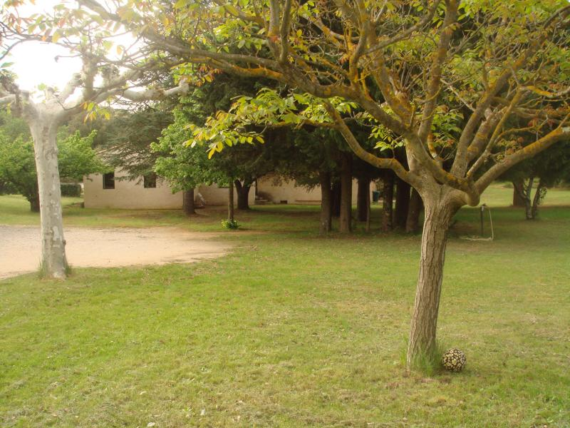 View of the property from outside Location Vacation rental 69702 Uzès