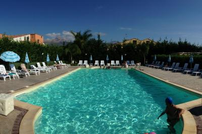 Swimming pool Location Apartment 70287 Cefal�