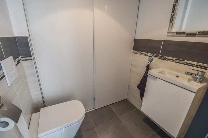 Bathroom w/toilet only Location Apartment 99887 Ajaccio