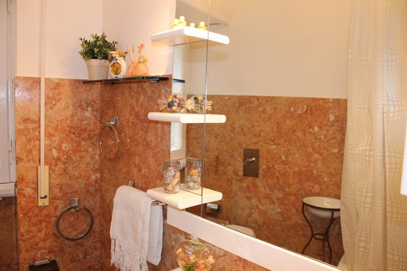 bathroom Location Apartment 66395 Rome