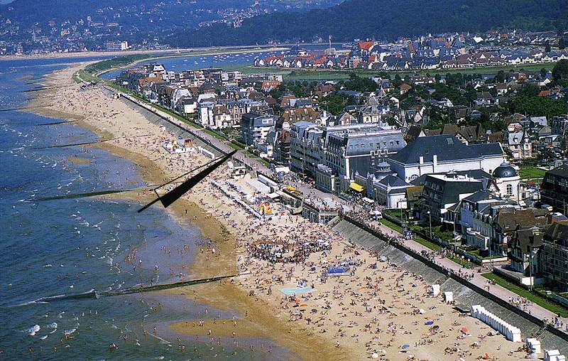 View of the property from outside Location Apartment 76183 Cabourg