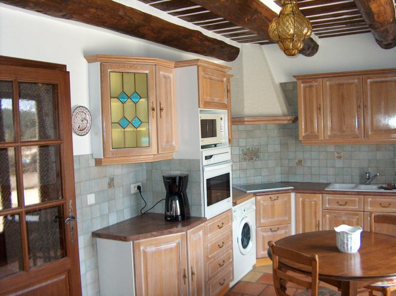 Separate kitchen Location Villa 83534 Anduze