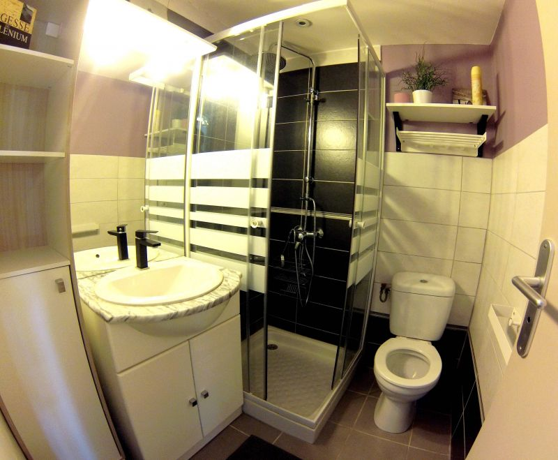 Half bath Location Apartment 85447 Portiragnes