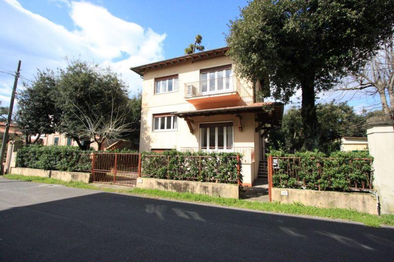 View of the property from outside Location Villa 104237 Marina di Pietrasanta