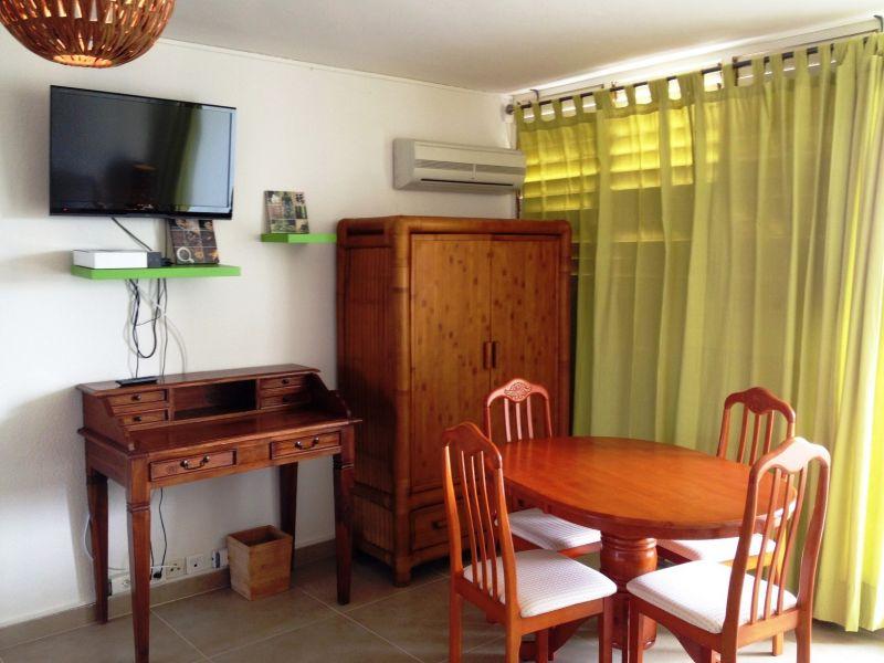 Living room Location One-room apartment 108428 Marigot