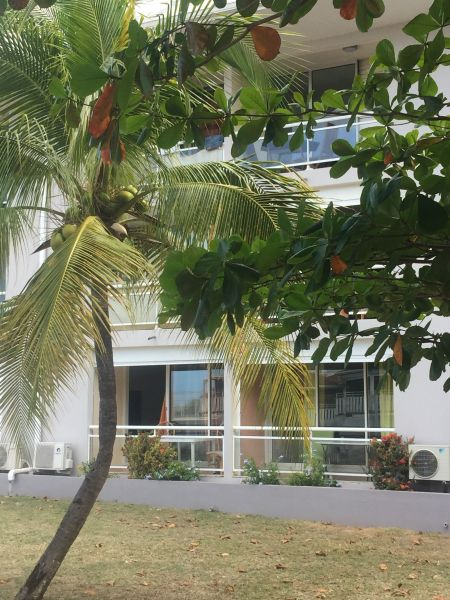 View of the property from outside Location One-room apartment 108428 Marigot