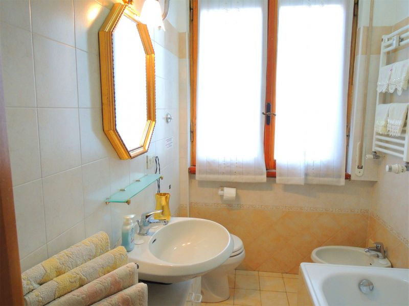 bathroom Location Apartment 111285 Rome