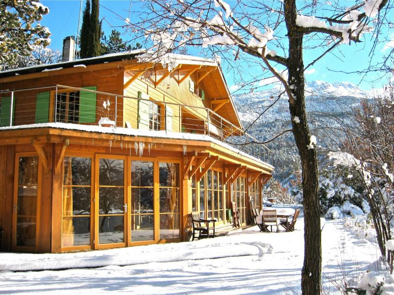 View of the property from outside Location Vacation rental 116875 Castellane