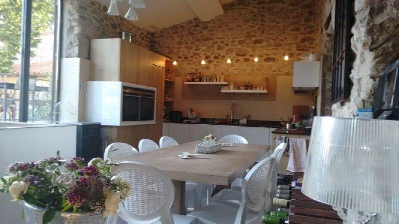 Open-plan kitchen Location House 117480 Ceret