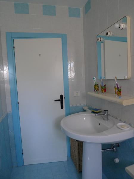 bathroom Location Apartment 84301 Torre Canne