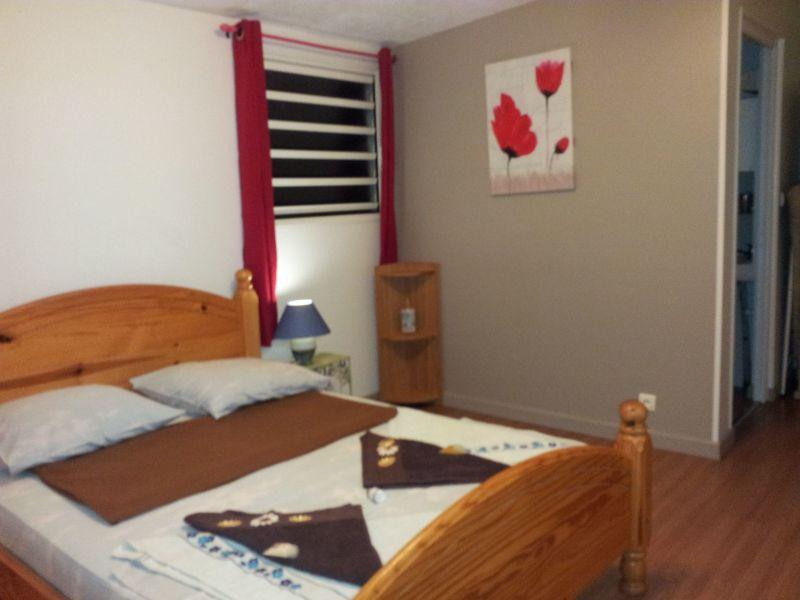 bedroom Location One-room apartment 117715 Saint-Benoit