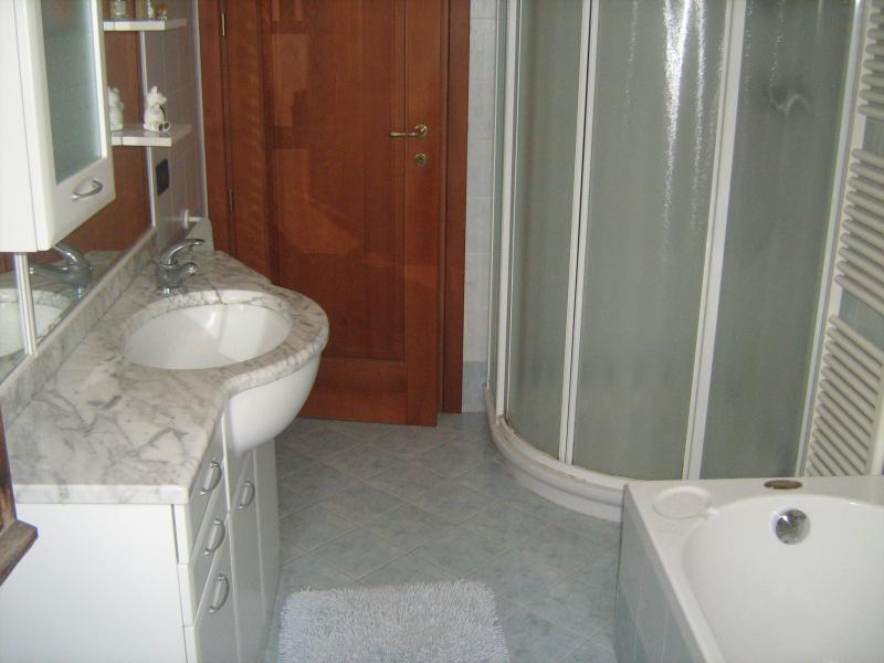 bathroom 1 Location Apartment 69089 Caprino Veronese