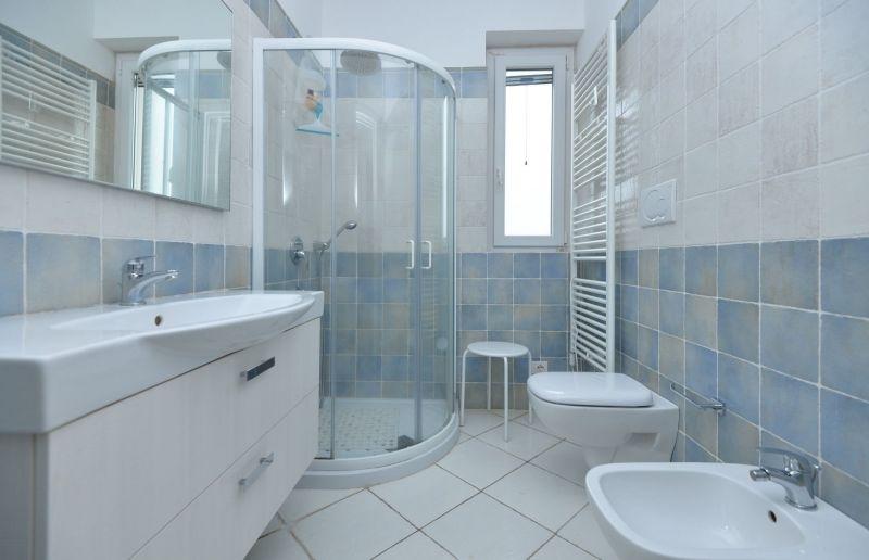 bathroom Location Villa 70846 Polignano a Mare